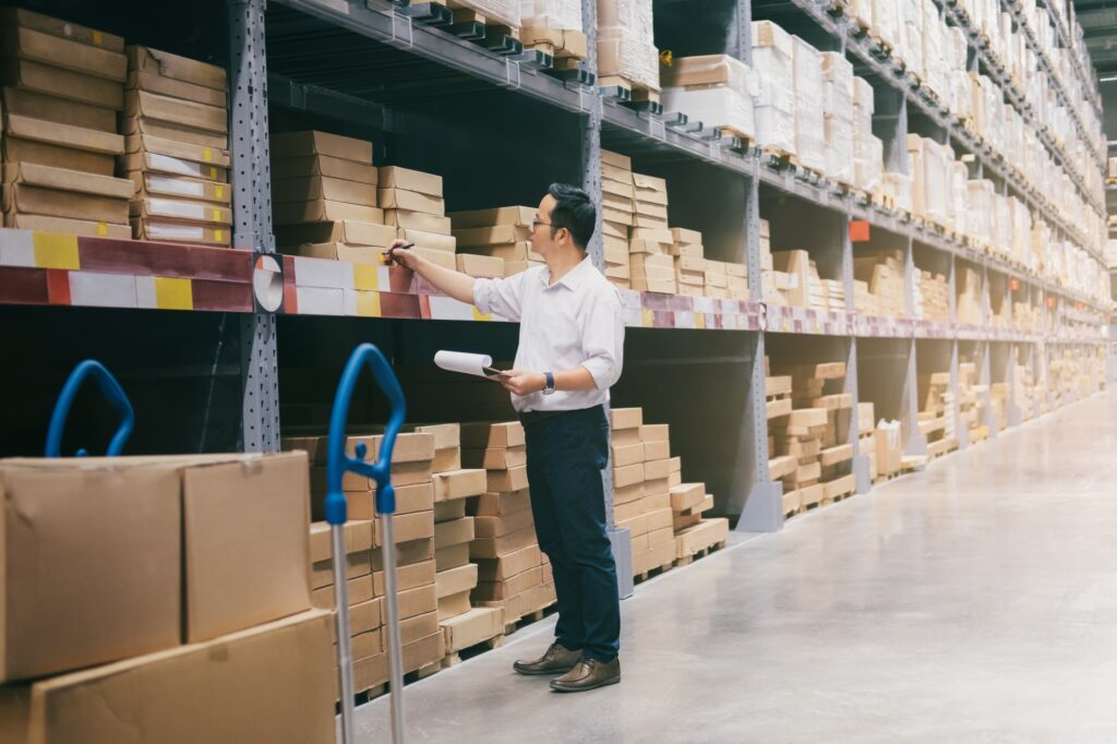 Parkwijck man-warehouse-worker-checking-goods-at-warehouse--1024x682 About us