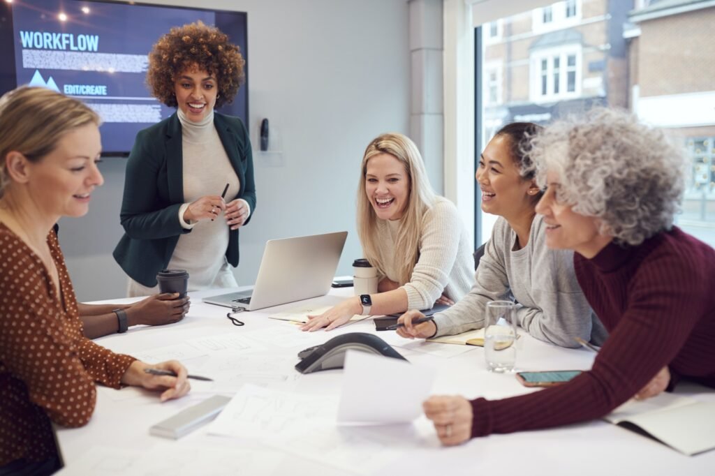 Parkwijck pregnant-businesswoman-leads-creative-meeting-of-women-collaborating-around-table-in-modern-office-1024x682 Vacancies